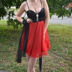 Rochie eleganta, cu bust negru satinat si fusta rosie evazata din tul - Rochie de seara