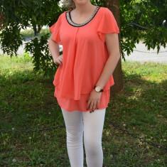 Bluza de culoare corai, cu decolteu rotund decorat cu pietre - Bluza dama
