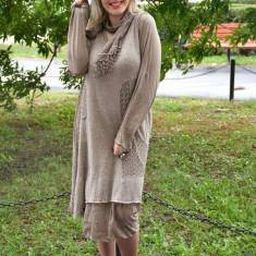 Rochie fashion cu maneca lunga si lungime medie, nuanta bej - Rochie tricotate