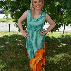 Rochie trendy de culoare turcoaz cu o floare mare portocalie - Rochie de zi