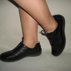 Pantof de culoare neagra cu siret si design de cusaturi, din piele