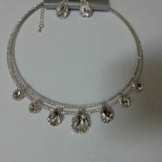 Set de bijuterii de forma rotunda, pe argintiu sau auriu, cu cristale