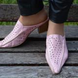 Papuc modern, roz, negru, alb din piele naturala
