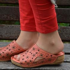 Papuc de vara din piele moale, corai, cu model floral imprimat - Papuci dama