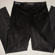 Pantalon barbati de nuanta maro inchis din tesatura cu aspect lucios