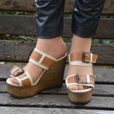 Papuc rafinat, de culoare, bej-maro cu platforma - Papuci dama