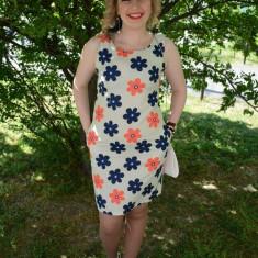 Rochie tinereasca de vara, design de flori colorate pe fond alb - Rochie office