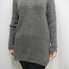 Bluza moderna, de culoare negru, alb, gri, bej lunga - Pulover dama