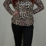 Pantalon tineresc, nuanta de negru, croiala simpla si dreapta
