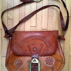 Poseta piele tip hobo/rustic/hippie executata manual, vintage, cu model batut - Geanta Dama, Culoare: Negru, Marime: Mica, Geanta de umar