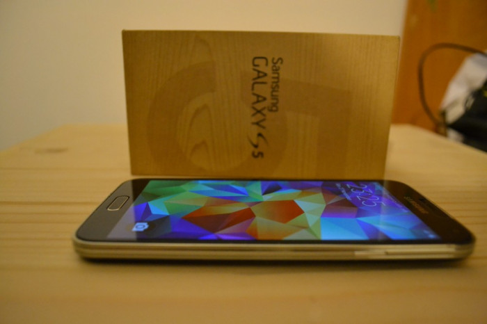 Samsung Galaxy S5 Black impecabil (16Gb, in cutie, Neverlocked, Tempered Glass) foto mare