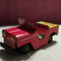 Masinuta chinezeasca veche de tabla, jeep rosu, cu frictiune, stare buna 10x5cm - Vehicul
