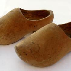 Papuci vechi ciopliti in lemn clogs Olanda mocasini de colectie!
