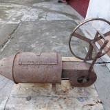 Arzator de porc - vechime mare - obiect decorativ rustic - Metal/Fonta