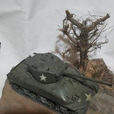 + Macheta finalizata 1/35 - Sherman M4A1 +