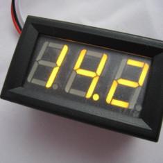 Voltmetru digital cu leduri galbene, 4.5 - 30 V, carcasa culoare neagra, 3 fire