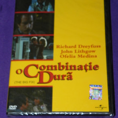 DVD FILM ORIGINAL O COMBINATIE DURA / THE BIG FIX, Romana