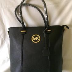 Geanta de dama MK neagra, mare, model deosebit cu inchizatoare prin fermoar - Geanta Dama Michael Kors, Culoare: Negru, Asemanator piele