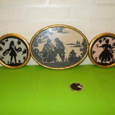 Trei vechi TABLOURI CUSUTE cu scene ROMANTICE, rama din LEMN AURIT / GOBLENURI - Tapiterie Goblen