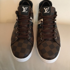 Pantofi sport(adidasi, teniși) Louis Vuitton - Adidasi barbati Louis Vuitton, Marime: 43, Culoare: Maro, Piele sintetica