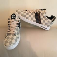 Teniși ( adidasi, pantofi sport) Louis Vuitton - Tenisi barbati Louis Vuitton, Marime: 44, Culoare: Bej, Piele sintetica