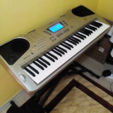 Orga cu trepied, calculator, monitor, mouse, tastatura, birou cu scaun