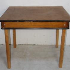 Masa cu structura din lemn masiv si picioare inlocuite; Masa 103x82 cm - Masa living