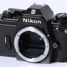 Vand NIKON EM boby impecabil - Aparat Foto cu Film Nikon, SLR, Mic
