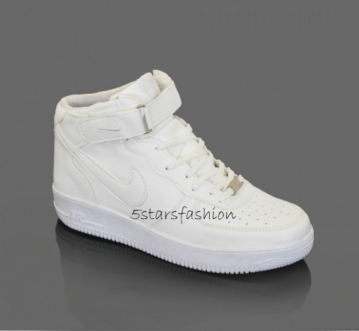 Adidasi Nike Air Force 1 foto mare