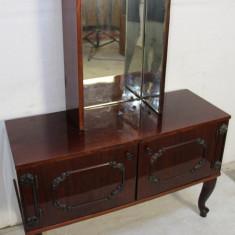 Toaleta cu oglinda detasabila/pliabila; Comoda cu raft; Dulap cu usi