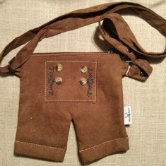 Poseta rustica pt copii, forma pantaloni tirolezi, 18x17cm, marca Waldshutz
