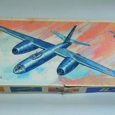 Joc vechi Kit avion IL - 28 Veb Plasticart GERMANIA 1984 - Macheta Aeromodel, 1:100