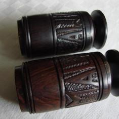 Solnite pentru sare si piper din lemn esenta africana, posibil teac sau abanos - Arta din Africa