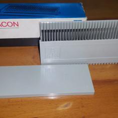 Suport pentru 36 diapozitive marca Pentacon. Pretul este pentru 1 buc.