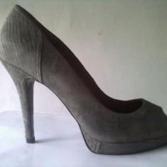 Pantofi de firma ZARA, eleganti, 41, negri cu accesorii metalice si gri, cu toc - Pantof dama Zara, Culoare: Negru
