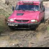 Dacia Papuc 4x4 D, Motorina/Diesel, Double Cab, Rosu, VAN, Numar usi: 4