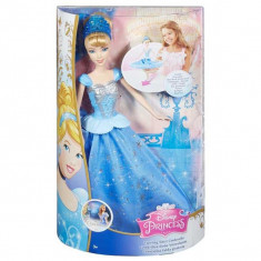 Papusa Cenusareasa cu rochie care se invarte CHG56 Mattel, 4-6 ani, Plastic, Fata