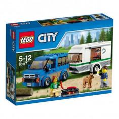 Furgoneta si rulota 60117 Lego City