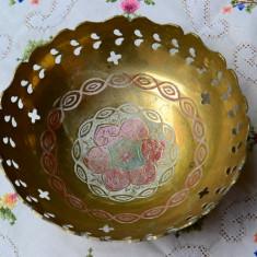 CENTRU DE MASA DIN ALAMA MASIVA, MODEL PICTAT MANUAL, NECURATAT - Metal/Fonta, Vase