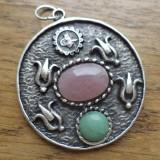 Pandantiv gravat cu cabochon cuart roz si aventurin verde, baza argintie Turcia