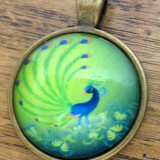 Pandantiv cabochon imprimat paun, baza bronz