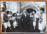 Gheorghiu Dej in 1957 cu ansamblul artistic al Sfatului Popular al Capitalei