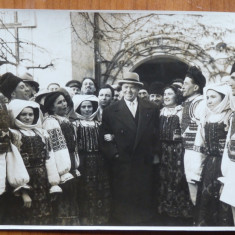 Gheorghiu Dej in 1957 cu ansamblul artistic al Sfatului Popular al Capitalei - Fotografie