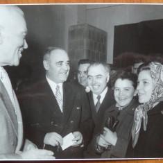 Petru Groza si Gheorghiu Dej la sectia de votare in 1957 - Fotografie
