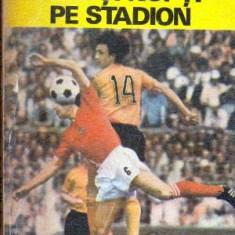 Zile si nopti pe stadion - Autor(i): Ioan Chirila - Carte sport