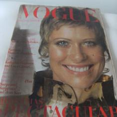 Revista veche, Vogue, pentru adulti, editie Franta, dec.1969, 252 pagini.de colectie