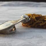 Rezervat 22.02 - TOCA Absolvire argint 800 in miniatura cu ciucure SEMN de CARTE, Ornamentale