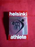 Insigna Campionate Europene Atletism 1971,h= 4,6 cm ,metal si plastic Helsinki