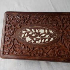 Caseta din lemn, sculptata manual, pt bijuterii.