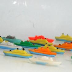 Miniaturi, vapoare/ vaporase romanesti din plastic dur - anii '80